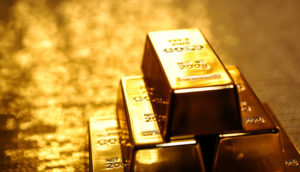 Gold Firm Near 7-Month Peak on U.S. Rate Pause Hopes mid