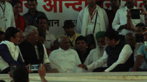Anna Hazare Ends Fast After Six Days at Ramlila Maidan mid
